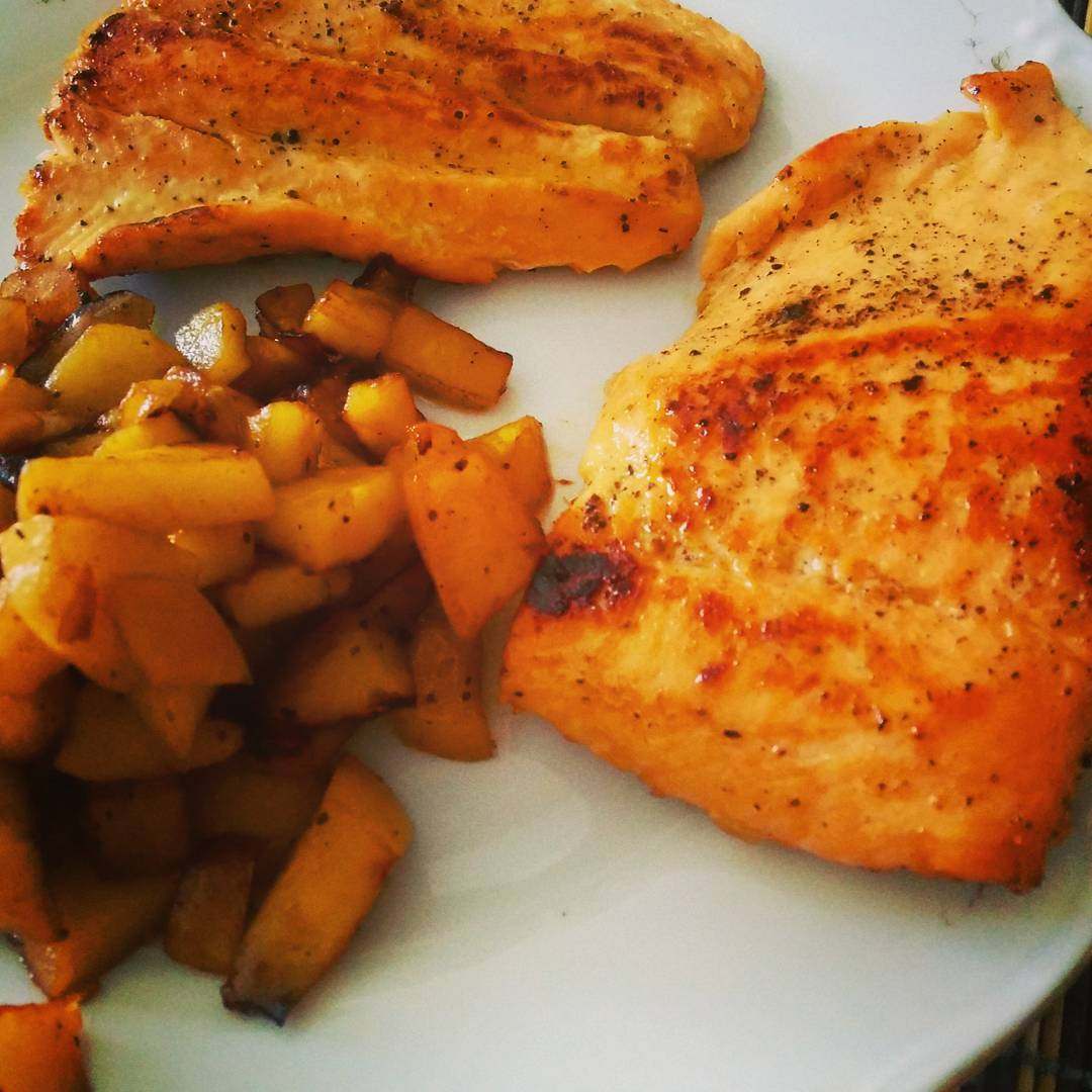 Salmon with apples